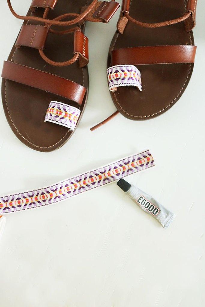 DIY-pom-pom-sandals-ribbon