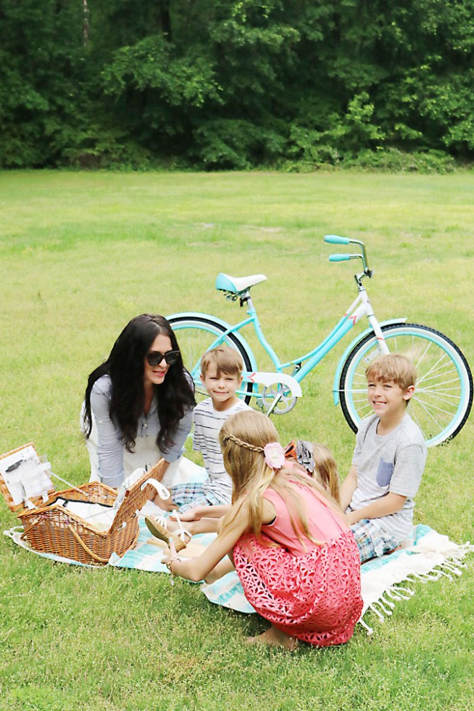 mothers-day-picnic-with-kids, mothers-day-picnic-family, picnic idea, quick picnic idea, picnic for kids, photography family picnic, mother's day, mom, picnic food ideas, picnic outfit for mom and family