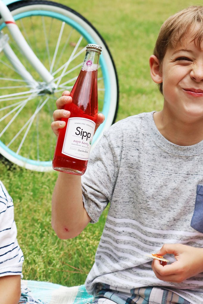 mothers-day-picnic-with-soda
