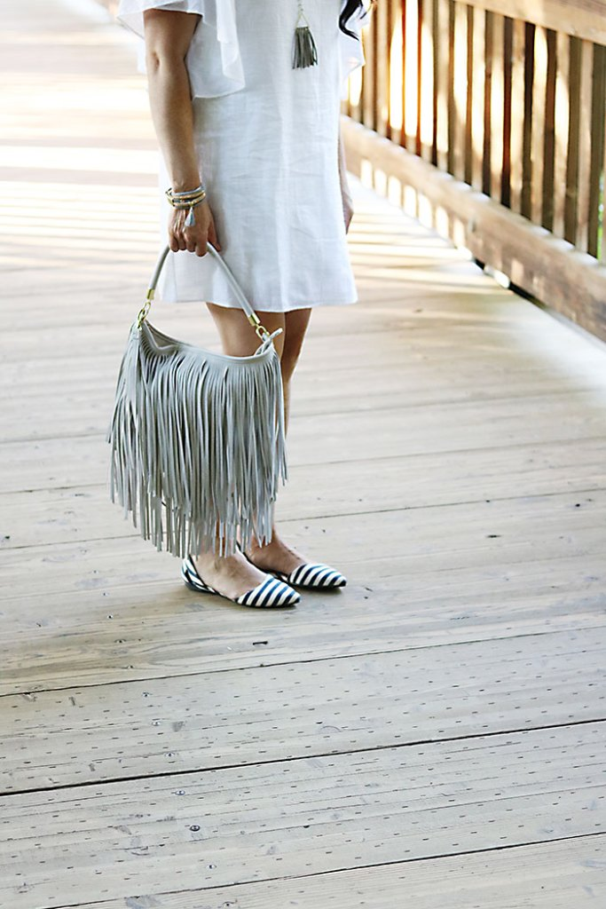 white-sundress-this-way-that-way-fringe-bag