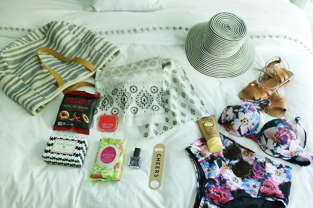 roadtrip essentials whats in my bag