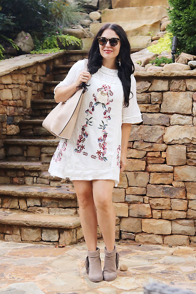 white-boho-dress-with-boots