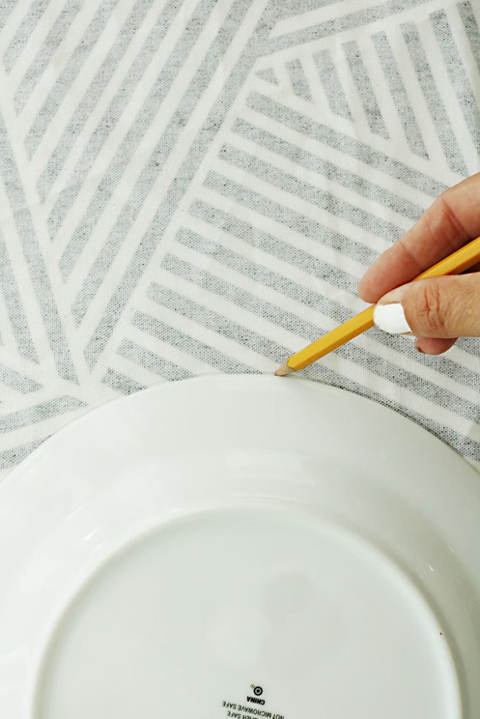 diy-fabric-pumpkins-measuring-circle