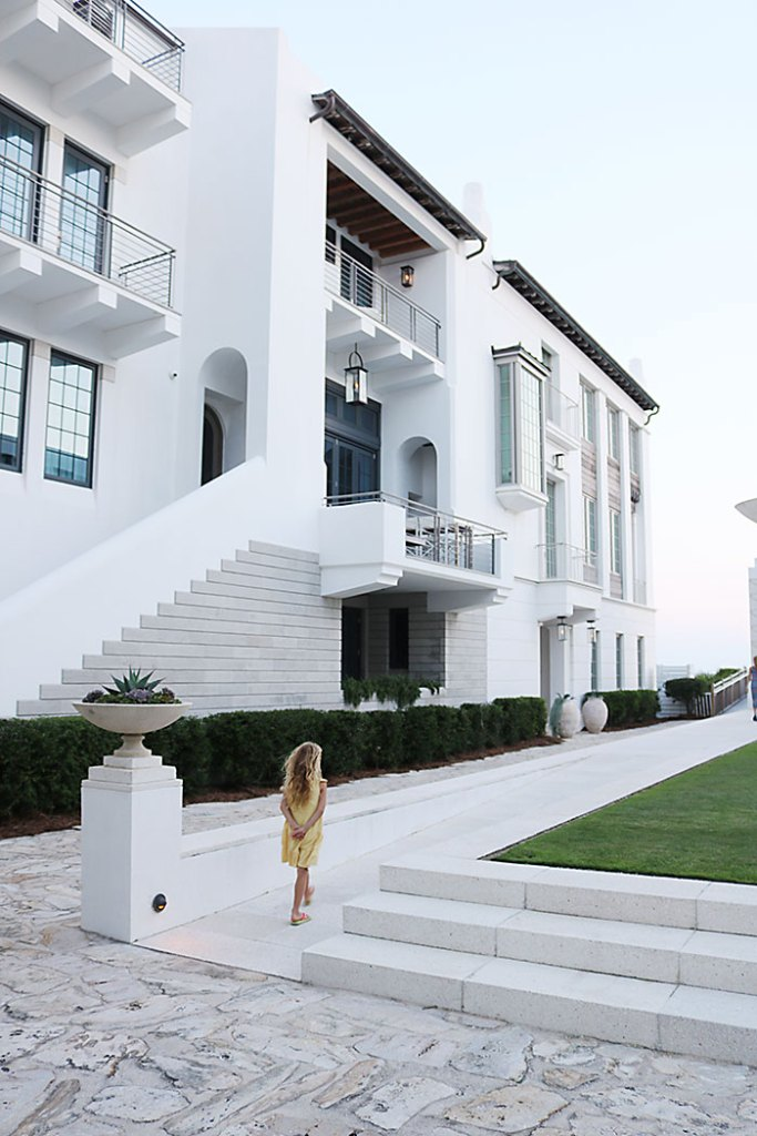 alys-beach-white-buildings, alys-beach-green-lawn, alys-beach-orange-shutters, alys beach florida, 30A, destin florida, florida panhandle, seaside florida, what to wear, ocean outfit