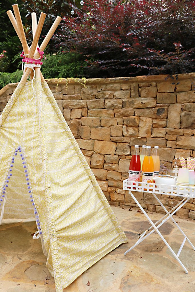 boho-tee-pee-with-drink-station