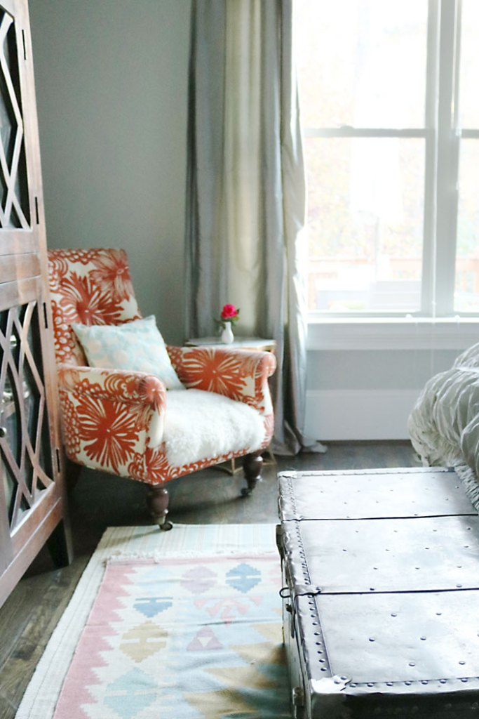 guest-bedroom-red-chair