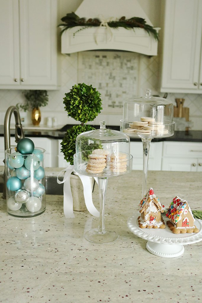 christmas-decorations-with-cookies