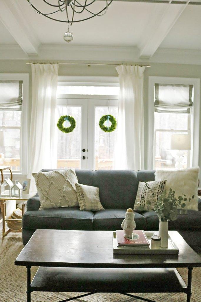 christmas-decorations-wreaths-behind-sofa