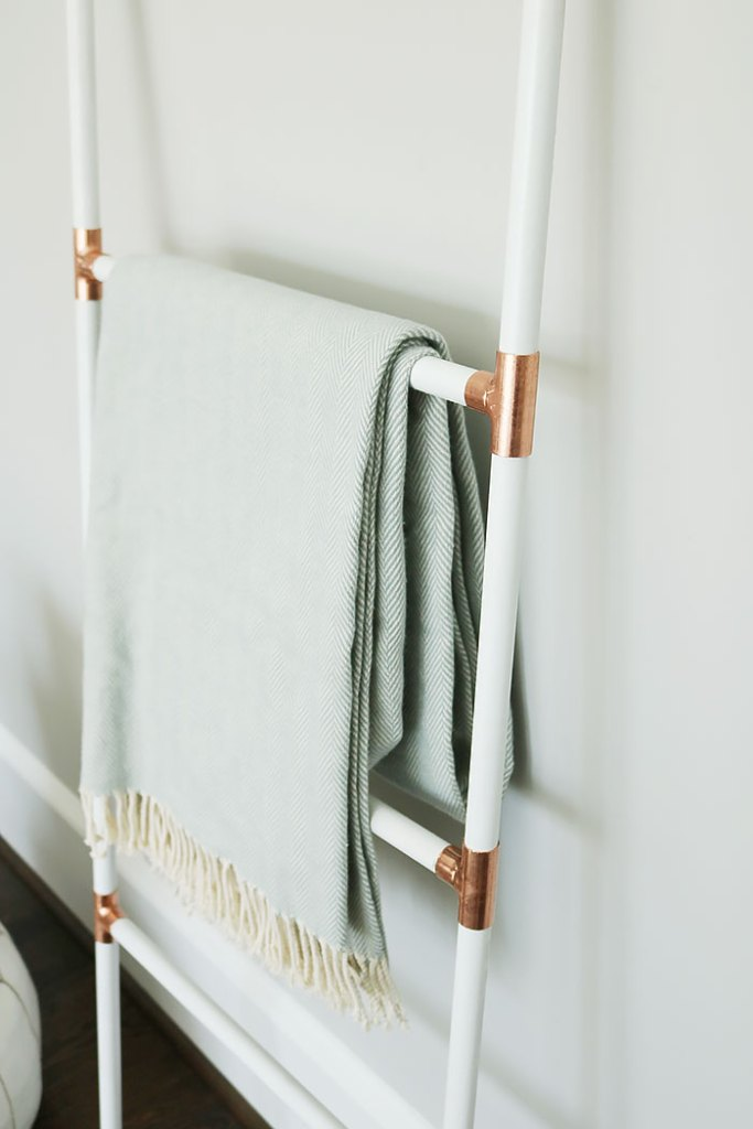 Diy Modern Blanket Ladder Darling Darleen A Lifestyle