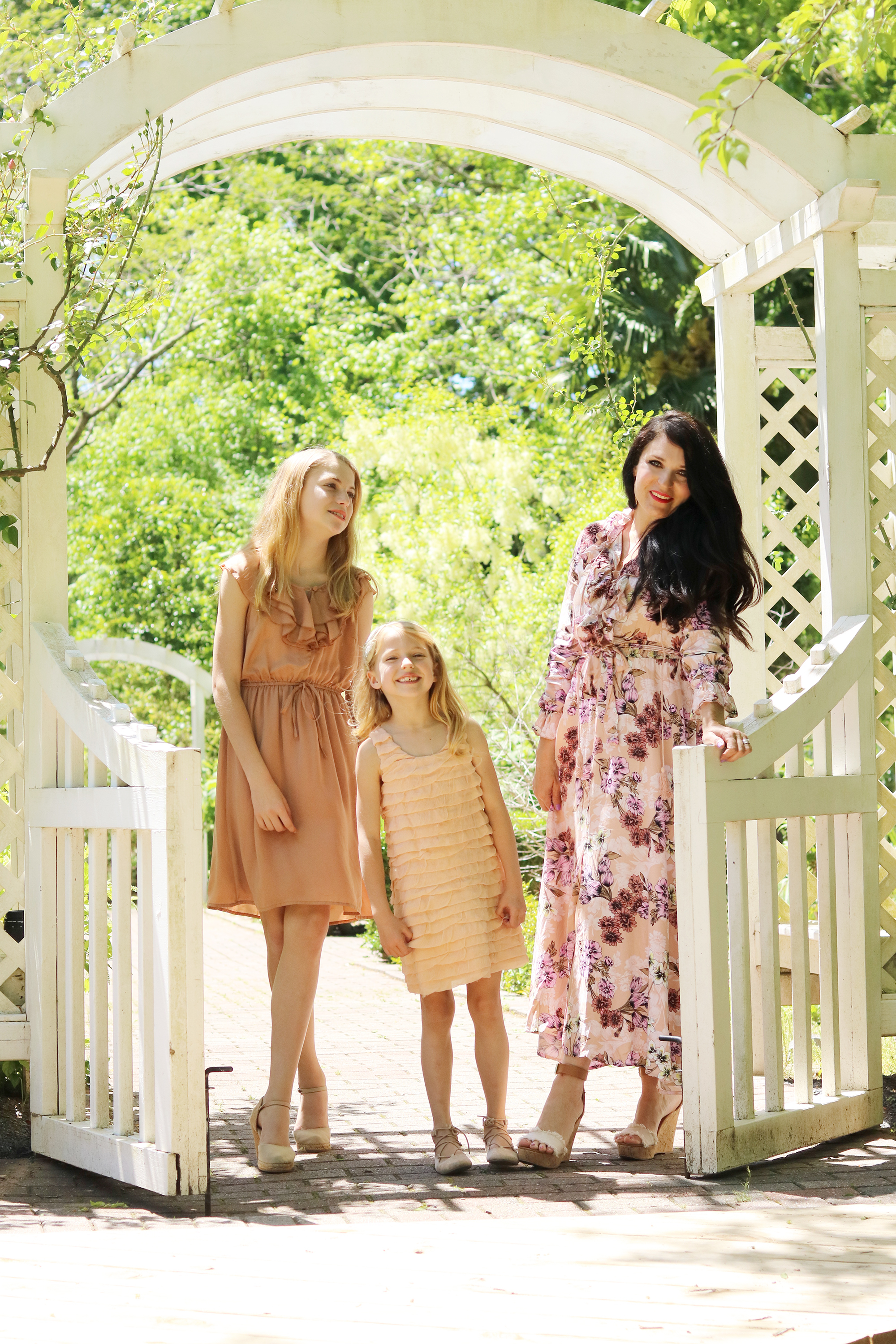 The perfect time to wear Mother Daughter Matching Dresses is for Mother's Day! Sharing a few cute matching dresses to wear this spring! || Darling Darleen www.darlingdarleen.com #darlingdarleen