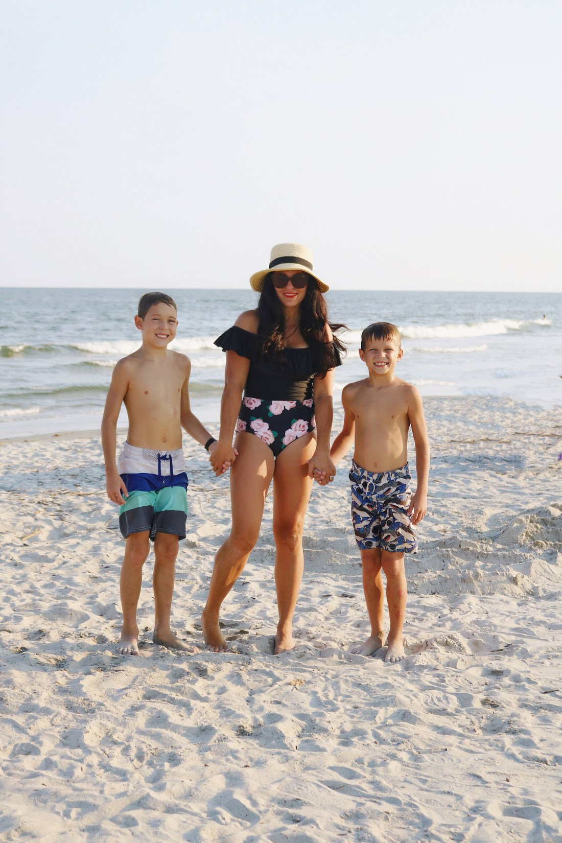 4 one-piece swimsuit styles that are perfect for beach side lounging || Darling Darleen #onepiece #swimsuit #darlingdarleen #darleenmeier
