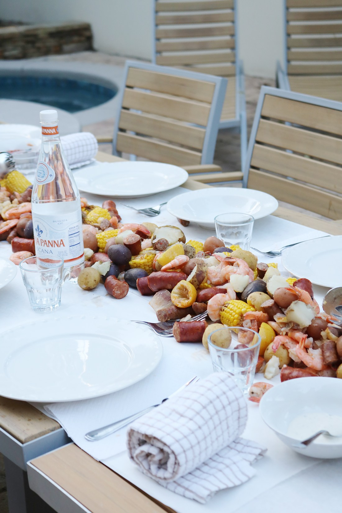 How to Throw a Low Country Boil || Darling Darleen #lowcountryboil #seafoodboil #darlingdarleen #darleenmeier