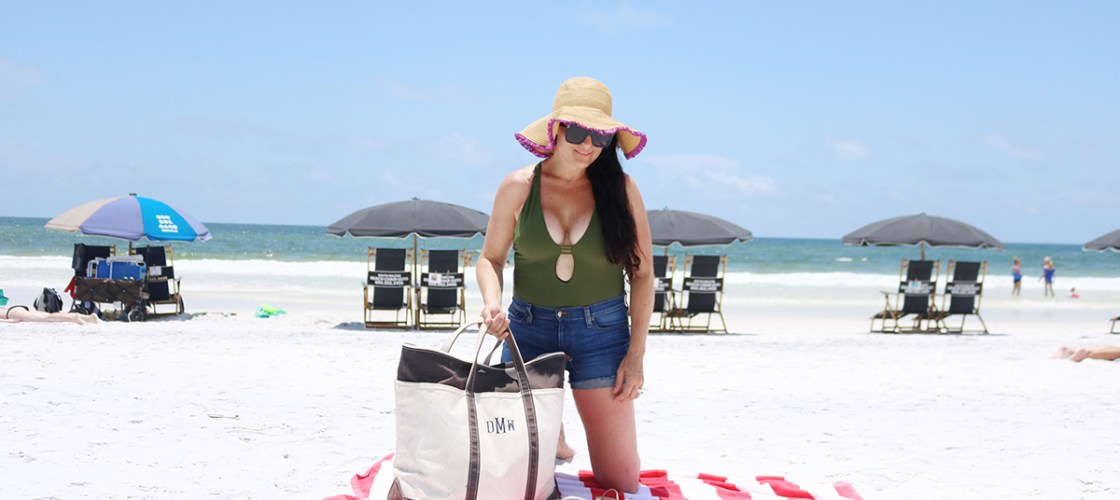 10 Beach Bag Essentials