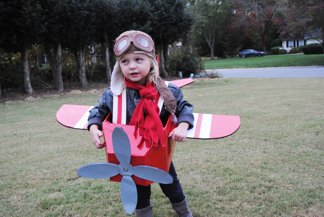 Best Halloween Costumes for Family and Kids, Amelia Earhart with Airplane kid costume, Best Homemade Costumes || Darling Darleen