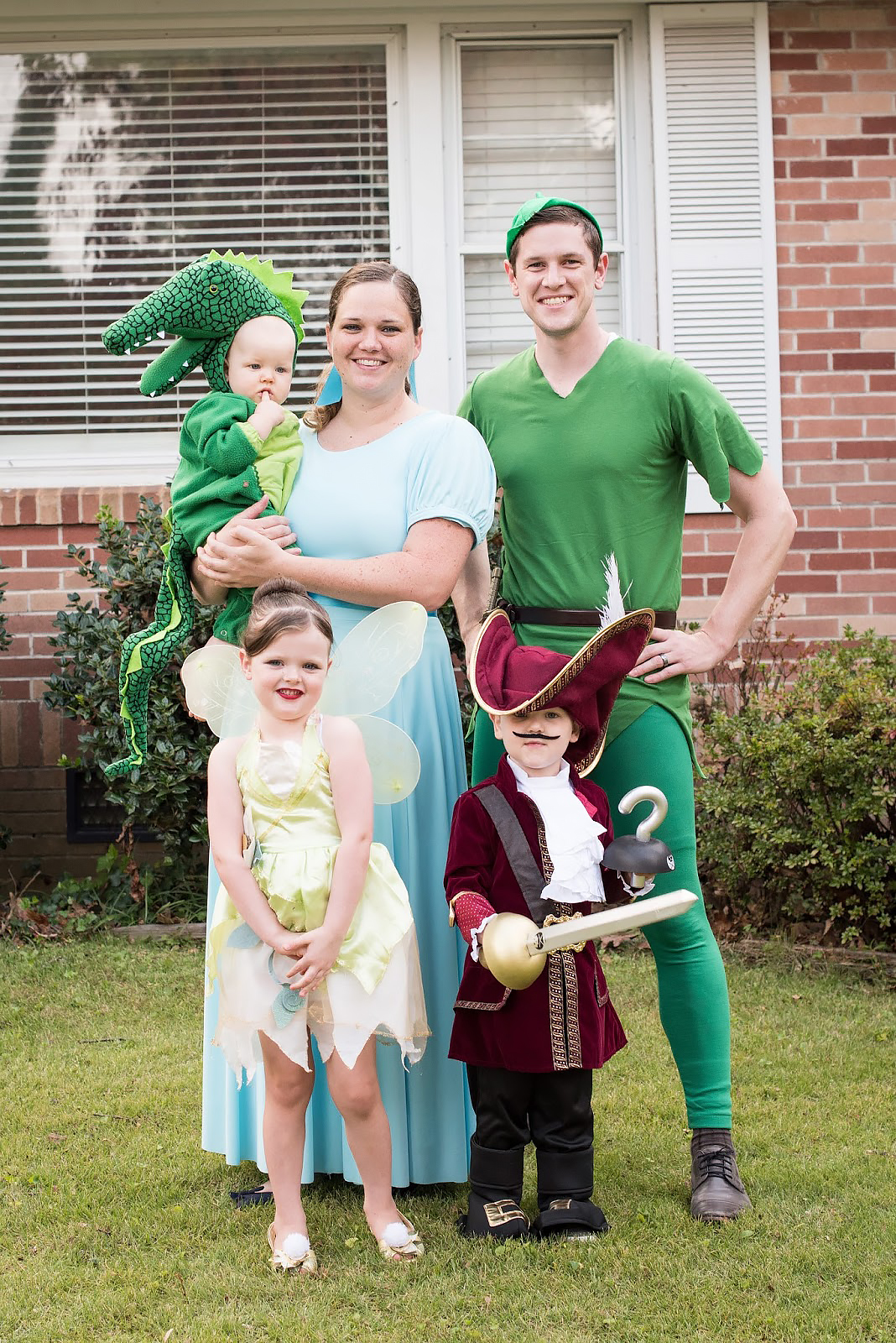 Best Halloween Costumes for Family and Kids, Peter Pan Family Theme halloween Costume, Best Homemade Costumes || Darling Darleen