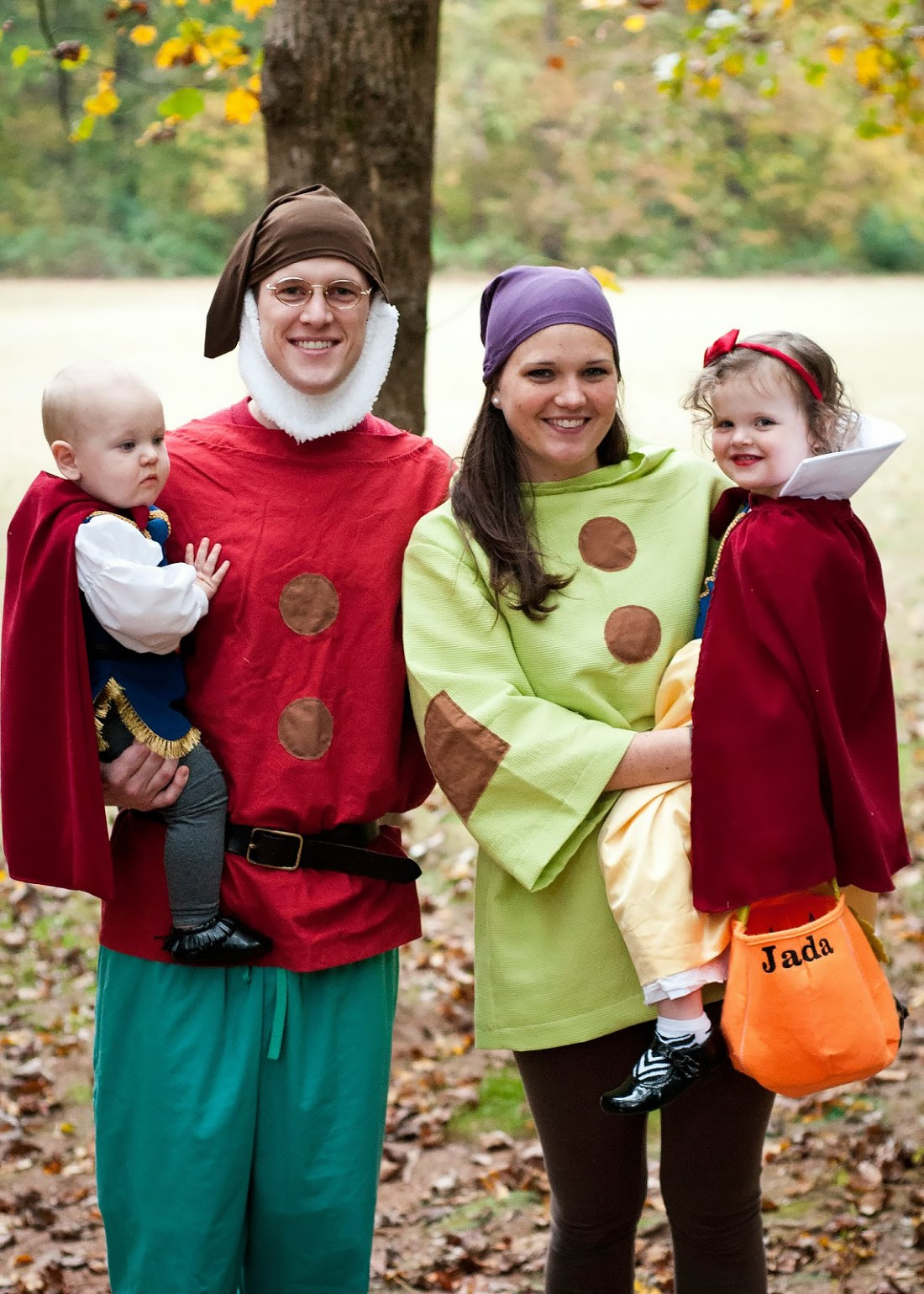 Best Halloween Costumes for Family and Kids, Snow White Family Theme Costume, Best Homemade Costumes || Darling Darleen