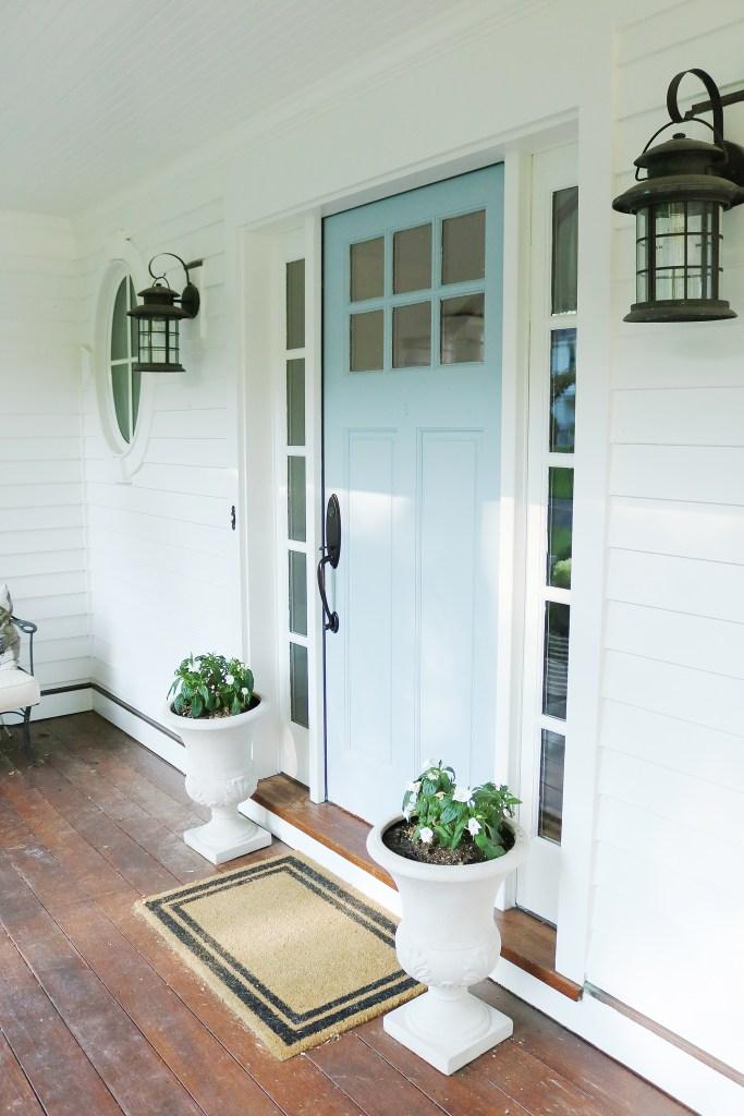 Paint your front door--an easy way to add curb appeal || Darling Darleen Top Lifestyle CT Blogger #darlingdarleen | blue front door