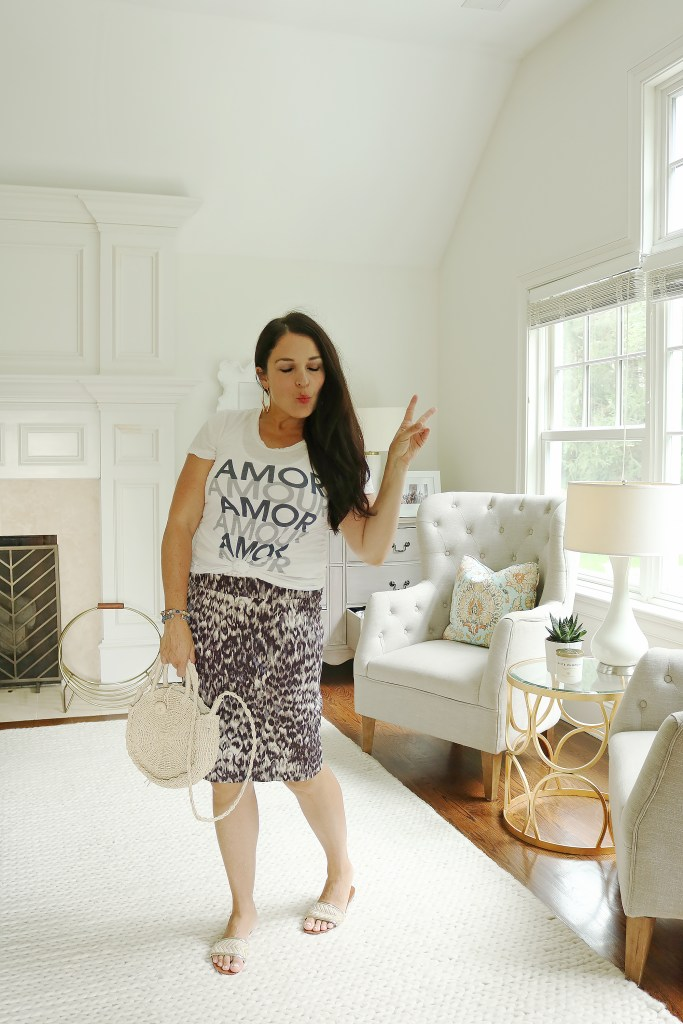 Wear your favorite Summer outfits all this Fall season.  Share the best transitioning summer outfits to fall like this leopard skirt and graphic t-shirt. Fall outfit trend to wear || DarlingDarleen.com #falloutfits #falloutfittrend