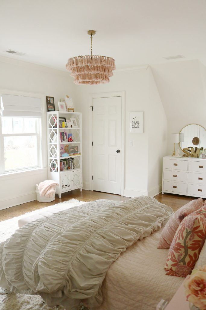 Teen Girl Boho Bedroom | Stylish Boho-Chic Teen Girl Bedroom with floral wallpaper and tassel chandelier| Pink and Gray Teen Girl Bedroom | Anthropologie-Inspired Teen Girl Bedroom with Removable Wallpaper and Hanging Chair || Darling Darleen #darleenmeier #ondarlingdblog #darlingdarleen #girlbedroom #teengirlbedroomideas