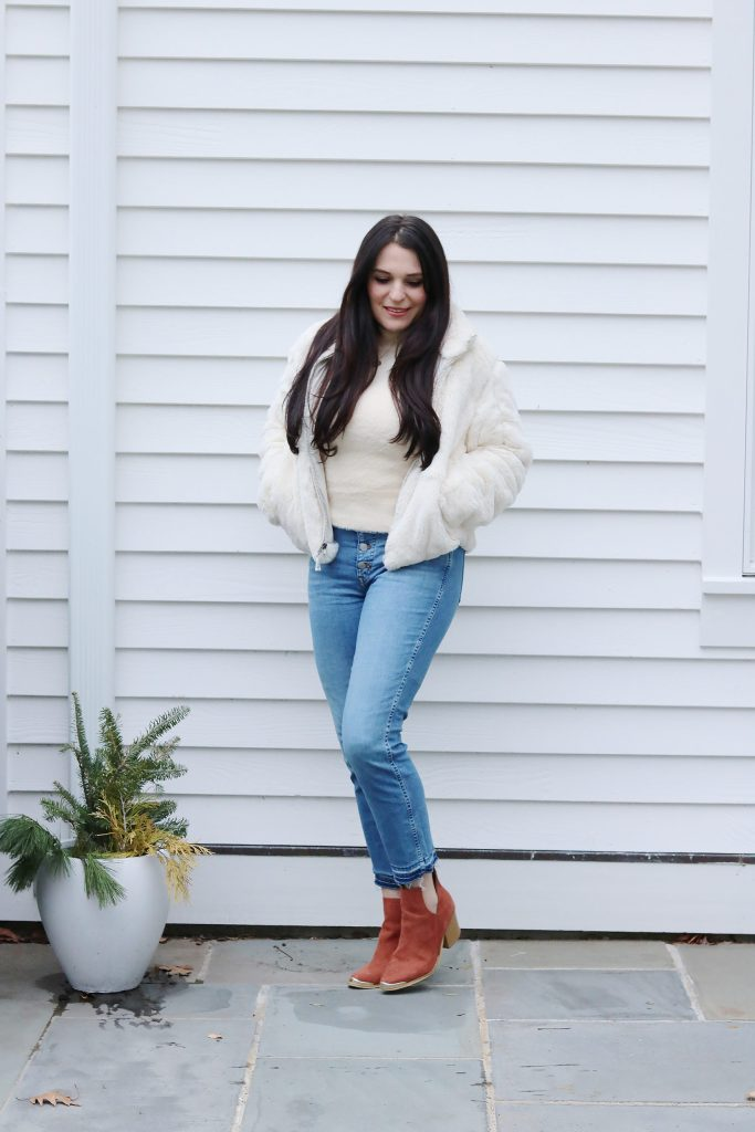 How To Wear High Waisted Jeans: High waisted jeans are back! Sharing how to rock this jeans with these awesome styling ideas. Also the Do's and Don'ts of High-Waisted Jeans. || Darling Darleen