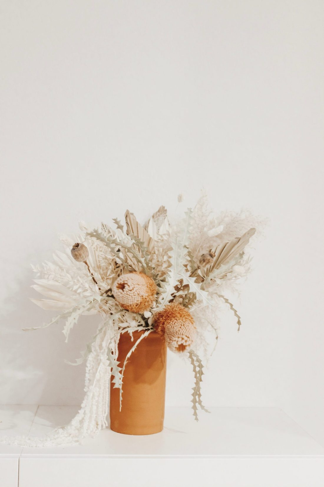 Where to find flowers for dried flower arrangements and the best flowers to choose.  Pampas grass flower arrangements || Darling Darleen Top Lifestyle Connecticut Blogger #driedflowers