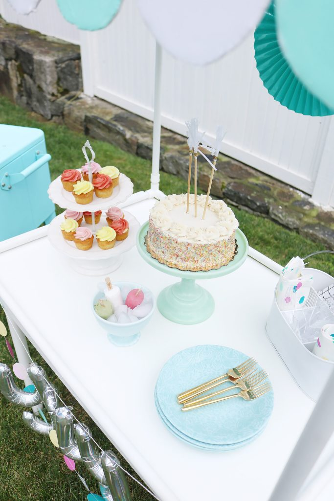 Make this DIY Scallop Table Top for your next lemonade stand or ice cream stand or birthday party!  Giving all the details and the instructions!  || Darling Darleen Top Lifestyle Blogger #darlingdarleen #DIYparty #lemonadestand #icecreamstand #Scallopcanopy