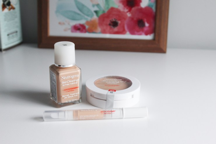 Quick and easy 3 minute make up look that treats and prevents acne while you wear it! Perfect for back to school #SkinClearingMakeup #collectivebias #ad