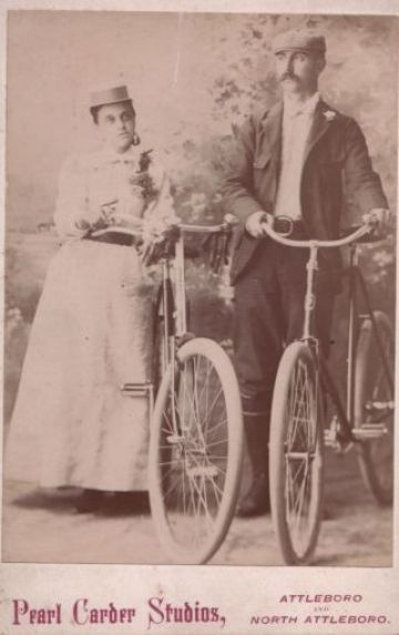 etta-and-bill-on-bikes