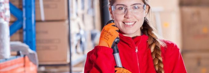 Manufacturing Employee in Birmingham, Alabama - satisfied worker in manufacturing facility