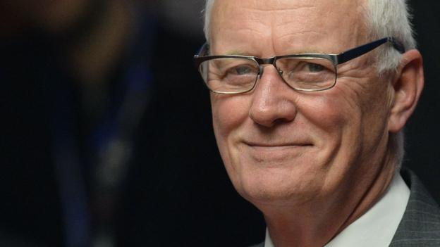 Sport Barry Hearn: Snooker's elite can 'go or pass' on Saudi Arabia tournament