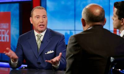 'Let them go bankrupt': Billionaire bond king Jeffrey Gundlach explains why the government should let cash-strapped airlines go belly-up — and says intervention will just end up juicing their profits