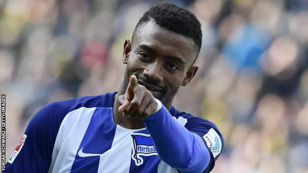 Sport Coronavirus: Kalou suspended by Hertha for flouting safety rules in social media video