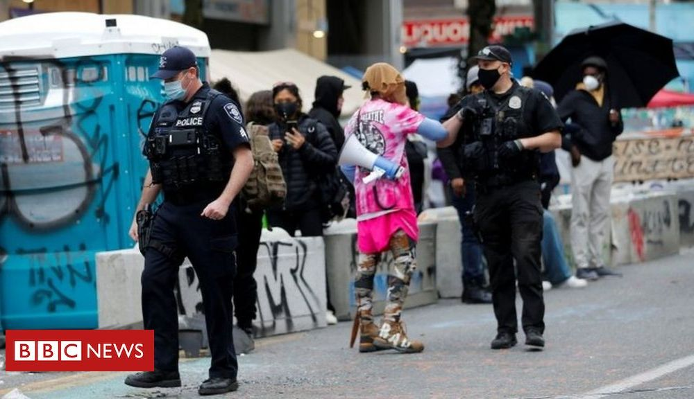 Trump Seattle police move in to clear protesters from Chop zone