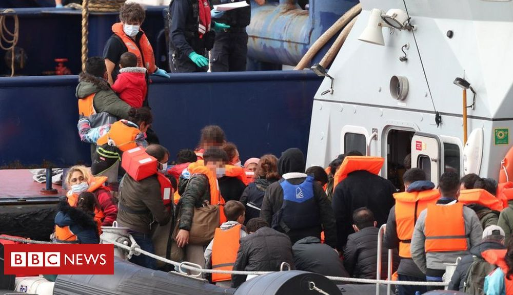 Channel migrants: Young children among those arriving in Dover