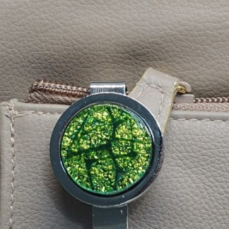 Green Dichroic Key Finder with Mosaic Pattern