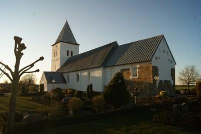 Darum Kirke i aftenlys