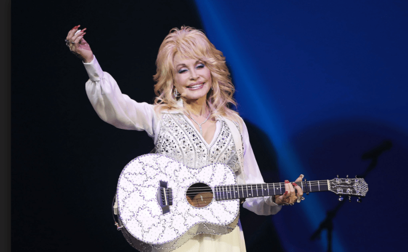 Dolly Parton Offers $1000 A Month For Families Who Lost Homes In Tennessee Fires