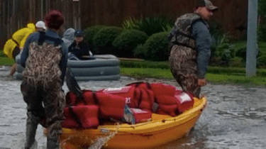 Pizza Hut in Texas figures out a way to load pizzas onto kayaks and deliver hot pizza to folks stuck in their homes because of flooding after Hurricane Harvey.
