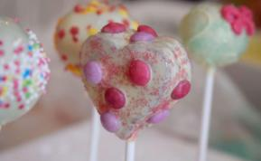 Herz-Cake-Pops