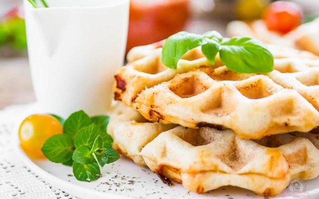 Pizzawaffeln – ein knusprig, herzhafter Waffelsonntag im Pizzastyle… [Werbung]