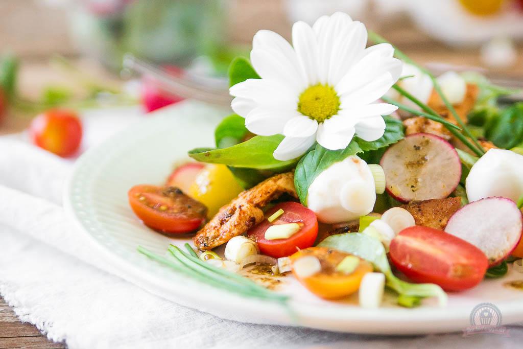 Frühlingssalat mit Hähnchenstreifen - Das Küchengeflüster