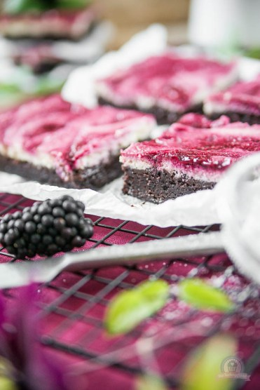 Cheesecake Brownie mit Brombeerswirl