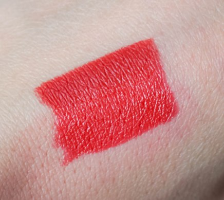 Swatch- Color Click lipstick 04, Fine Art lip pencil 04