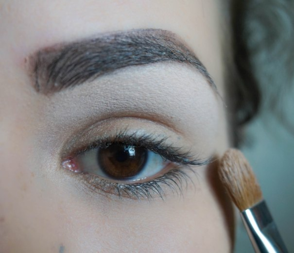 Highlight under your brow bone with matte eyeshadow; Shade- CL140, Brush- Sigma E60