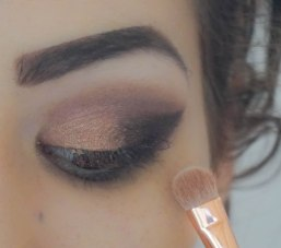 Apply pearly eyeshadow at the rest of your eyelid, Zoeva Rose Golden eyeshadow palette- Foil, Brush Zoeva 234