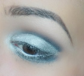 With peril brush Z230 I first applied Temped eyeshadow as a base and then I went with all the silvers from Chanel's palette, darker ones in outer and brighter in inner corner