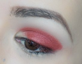 Apply metallic burgundy eyeshadow on 1/3 of the eye lid (Kiko, Zoeva 234) and blend it softly right above the crease, but not too much (Zoeva 231)