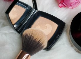 Chanel Poudre Universelle Compacte and Zoeva 106 Powder brush