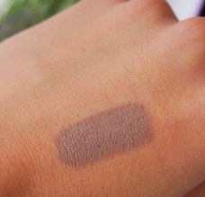 Swatch: Rimmel Scandaleuse eyeshadow pencil in shade 015 Trespassing Taupe