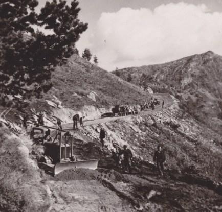 Δασική οδοποιΐα στον Λαϊλιά Σερρών, 1950 (αρχείο Αντώνιου Β. Καπετάνιου).